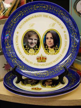 Fun Fact: Anlässlich der royalen Hochzeit von Prinz Harry und Meghan Markle werden aktuell diese Teller mit alternativem Bräutigam verkauft.