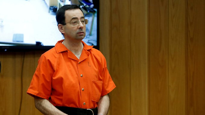 Drei Mal wurde Larry Nassar bereits wegen Missbrauchs verurteilt, weitere Urteile folgen - die Gesamtstrafe wird seine Lebensdauer in jedem Fall überschreiten.