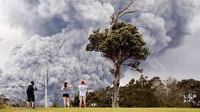 Vulkan Kilauea gibt keine Ruhe: Riesige Aschewolke steigt über Hawaii auf