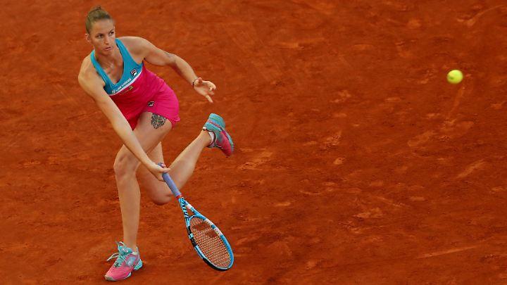 Schlagfertig: Karolina Pliskova benutzt ihren Tennisschläger auch, um  Schiedsrichterstühle zu malträtieren.