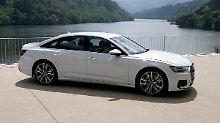 Eine gestreckte Silhouette prägt die neue Audi A6 Limousine, die jetzt auch auf  21-Zoll-Felgen steht.