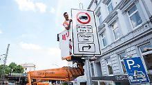Verbote gelten für zwei Straßen: Hamburg setzt Diesel-Fahrverbote um