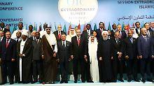 Die Staats- und Regierungschefs der OIC versammeln sich zum Gruppenbild.