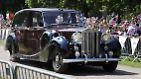 Ihr Gefährt: ein schicker Rolls Royce.