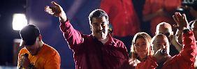 Lässt sich als Sieger feiern: Präsident Maduro (Mitte)