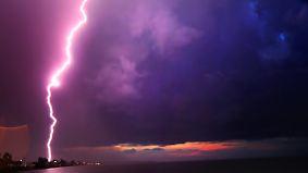 Freitagssonne im Norden und Osten: Gewitter reißen Südwesten aus dem Schlaf