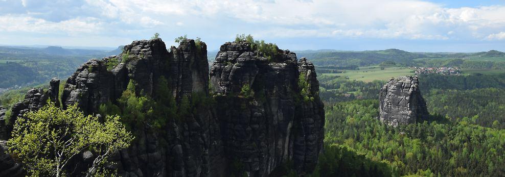 ... in die luftigen Höhen der Schrammsteine, das Elbsandsteingebirge hat eine Menge zu bieten.