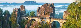"""... die Basteibrücke, die auch direkt aus dem """"Herr der Ringe"""" stammen könnte."""