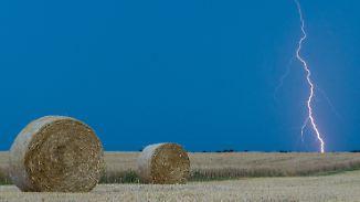 Einzelne Blitze in milder Nacht: Temperaturen bleiben hochsommerlich