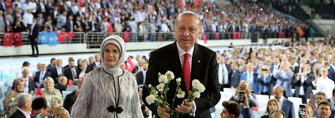Um Absturz der Lira zu stoppen: Erdogan bittet Türken um Euro und Dollar