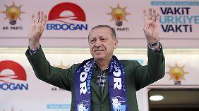Lira vor der Wahl im freien Fall: Erdogan wittert Verschwörung gegen türkische Währung