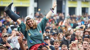 """Matschig, laut und noch teurer: 70.000 Fans feiern bei """"Rock am Ring"""""""
