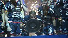 Da ist das Ding! Die SG holt zum ersten Mal seit 14 Jahren den Meistertitel.