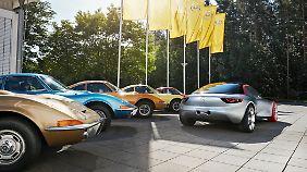 Ein Opel GT Concept aus dem Jahr 2016 leistet alten GT-Modellen Gesellschaft.