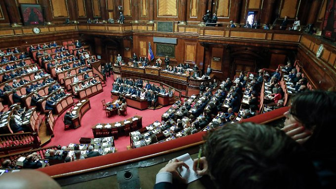 171 - und damit die Mehrheit - der italienischen Senatoren stimmten für die Koalition aus Fünf-Sterne-Bewegung und Lega.