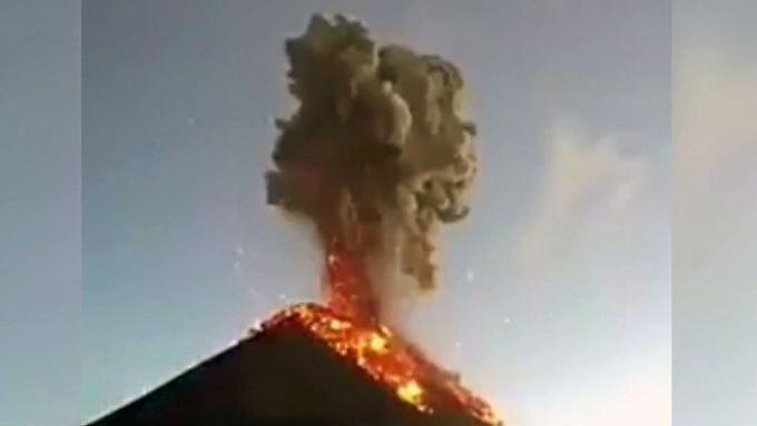Eruption während Rettungsarbeiten: Feuervulkan in Guatemala bricht erneut aus