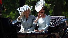 Die Queen feiert Geburtstag: Königliche Militärparade zieht durch London