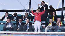 Der Sport-Tag: Umfrage: Soll Merkel die WM in Russland boykottieren?