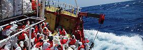 Seenot im Mittelmeer: Helfer retten mehr als 1000 Menschen