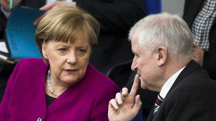Müssen noch diskutieren: Merkel und Seehofer.