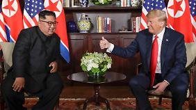 Kim und Trump am Ort ihres Gesprächs in Singapur.