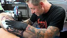 Löwe ja, Brüste nein: Gerichte entscheiden über Polizisten-Tattoos