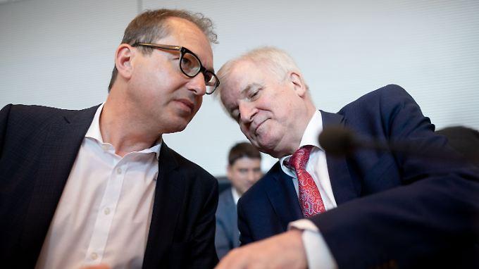 Seehofer und Dobrindt machten die Teilnahme einer Journalistin für die Gipfel-Absage verantwortlich.