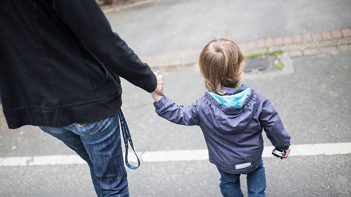 Kinder Alleinerziehender sind häufiger arm.