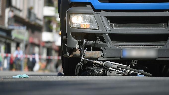 Rund 200 Unfälle mit verletzten oder getöteten Radfahrern könnte ein Abbiege-Assistent jährlich verhindern.