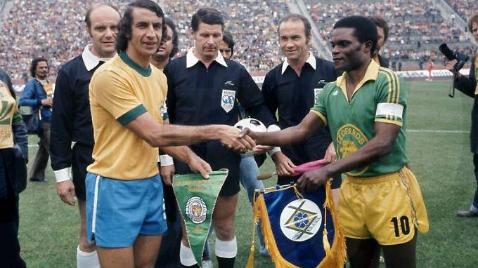 Die Partie zwischen Brasilien (mit Piazza, l.) und Zaire (mit Kidumu) bei der WM 1974 war in jeder Hinsicht ein denkwürdiges Spiel.