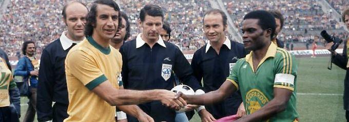 Die Partie zwischen Brasilien (hier Piazza, l.) und Zaire (mit Kidumu) bei der WM 1974 war in jeder Hinsicht ein denkwürdiges Spiel.