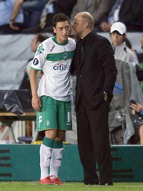 Drei Jahre lang hatte Thomas Schaaf Mesut Özil unter seinen Fittichen.