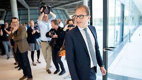 CSU-Landesgruppenchef Dobrindt drückt im Asylstreit aufs Tempo.
