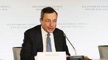 Ob EZB-Chef Mario Draghi seinen Fahrplan für das Ende der Anleihekäufe einhalten kann, hängt auch von der Italien-Krise ab.