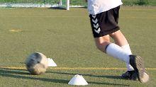 Leistungssport erhöht Risiko: Junge Fußballer können O-Beine entwickeln