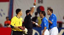 Italienische Fußballfans sprechen im Zusammenhang mit dem 18. Juni 2002 bis heute vom größten WM-Skandal aller Zeiten.
