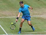 Der Sport-Tag: Federer zittert sich in Halle weiter