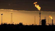 Das Ölkartell Opec wird den Ölhahn in den kommenden Monaten weiter aufdrehen, um das selbst auferlegte Förderlimit voll auszuschöpfen.