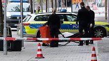 Auf der Flucht vor der Polizei: Autofahrer rast Fußgänger tot