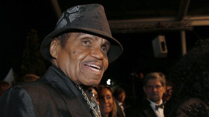 Joe Jackson starb im Kreis seiner Familie.