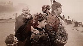 """Der Fotograf Tom Wood hat die Liverpooler am Pier Head über Jahrzehnte porträtiert - seine Fotos zeigen die Seele der """"Scousers""""."""