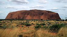 Japaner kollabiert: Tourist stirbt beim Klettern auf Uluru