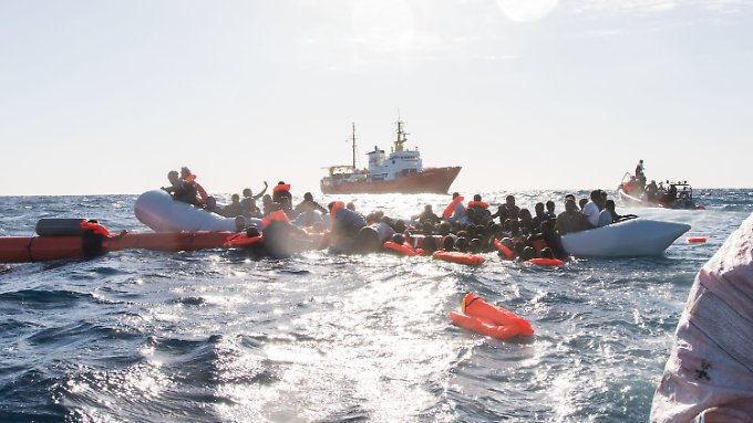 Für die Hilfsorganisation Sea-Watch wird es nun noch schwerer, Flüchtlinge aus dem Mittelmeer zu retten. Denn sowohl ein Aufklärungsflieger als auch ein Schiff der Organisation wurden von der maltesischen Regierung festgesetzt.