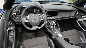 Echten Luxus wird man im Chevrolet Camaro Cabrio vergeblich suchen. Eine gewisse Sportlichkeit ist ihm aber nicht abzusprechen.