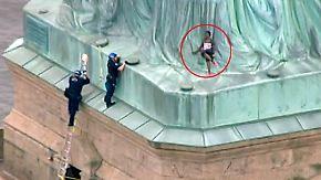 Lebensgefährliche Protestaktion: Aktivistin klettert auf die Freiheitsstatue