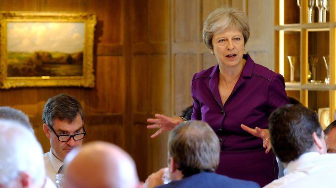Die britische Premierministerin Theresa May hat sich erst einmal durchgesetzt.