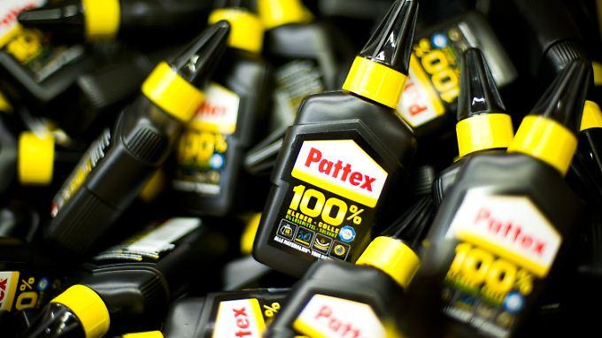 """Der Klebstoff """"Pattex"""" gehört zu den Produkten von Henkel."""