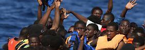 Gegen Aufnahme von Migranten: Italien will EU-Schiffen Einfahrt verweigern