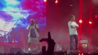 Promi-News des Tages: Gorillaz-Rapper stürzt von zwei Meter hoher Bühne