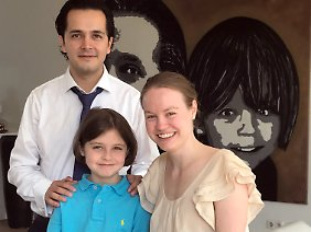 Laurent Simons mit seinen Eltern Alexander und Lydia.